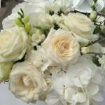 kwiaty w odcieniach bieli i kremu